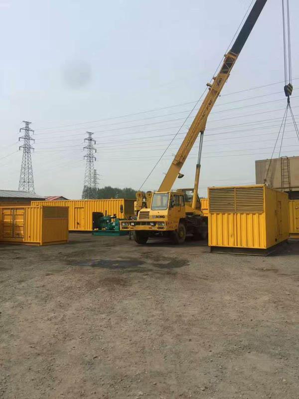 大型静音发电机吊装现场